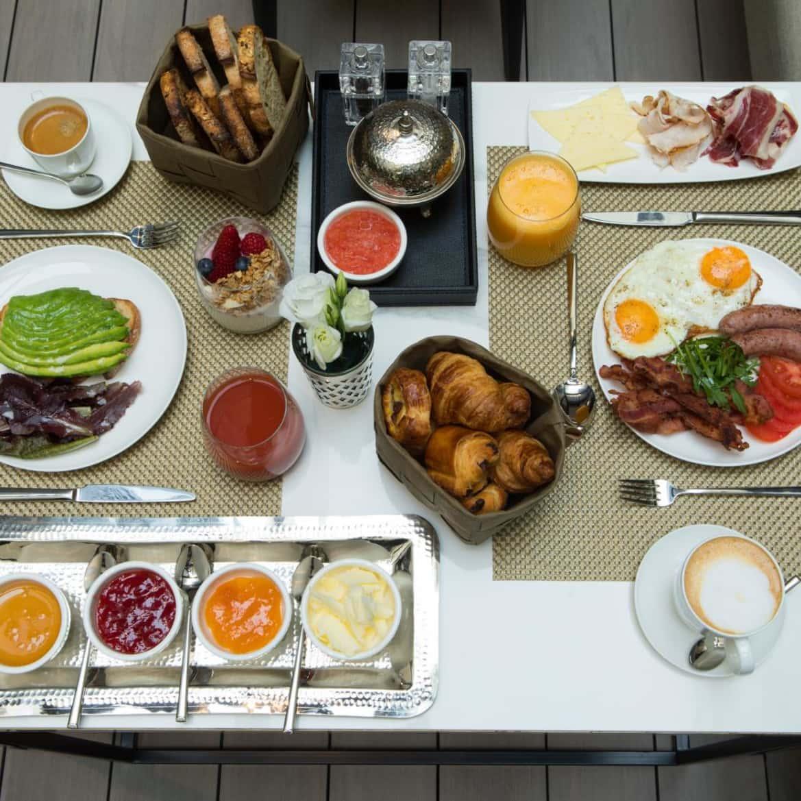 Desayuno continental de buenos días - The Pavilions Madrid