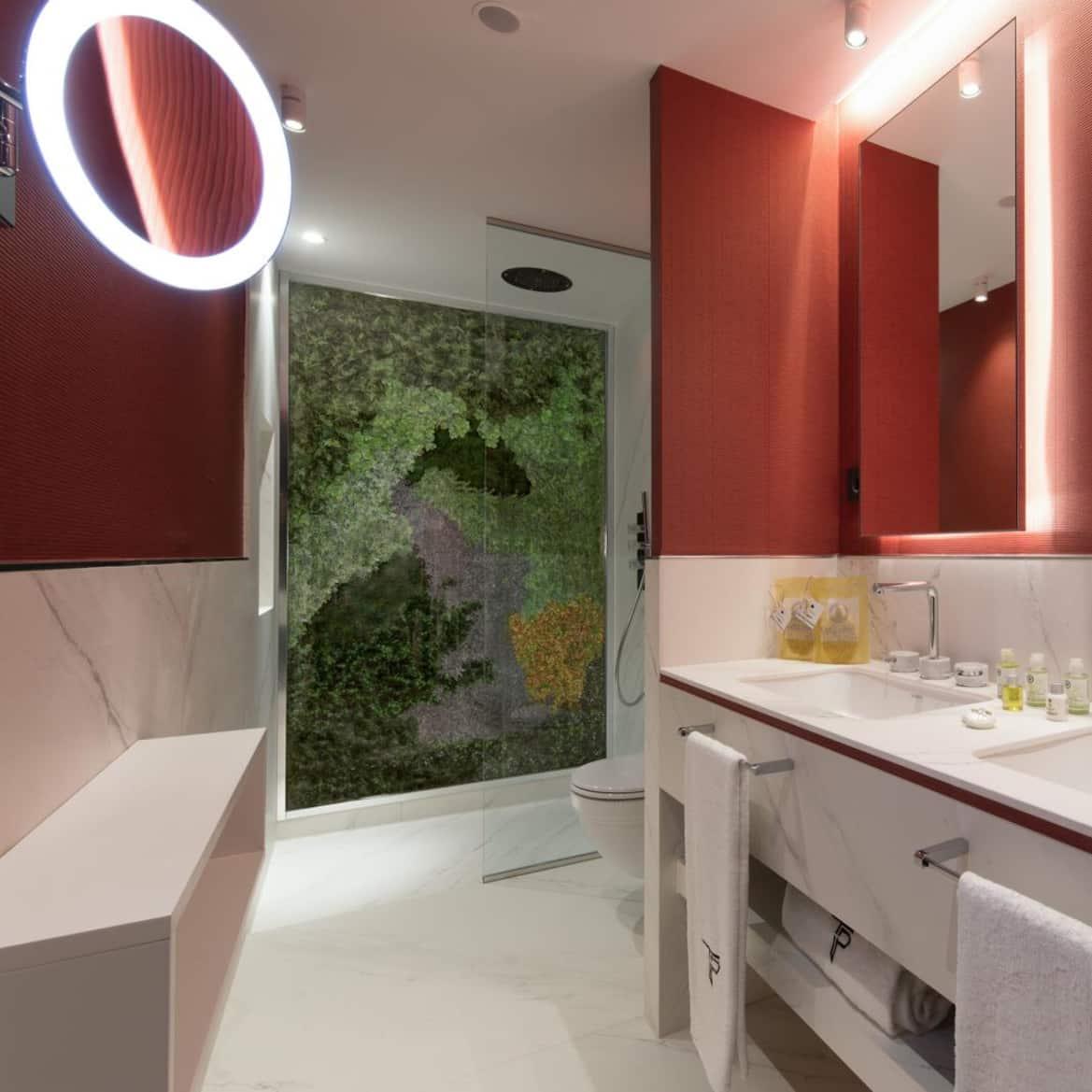 Suite estudio: cuarto de baño amplio - The Pavilions Madrid