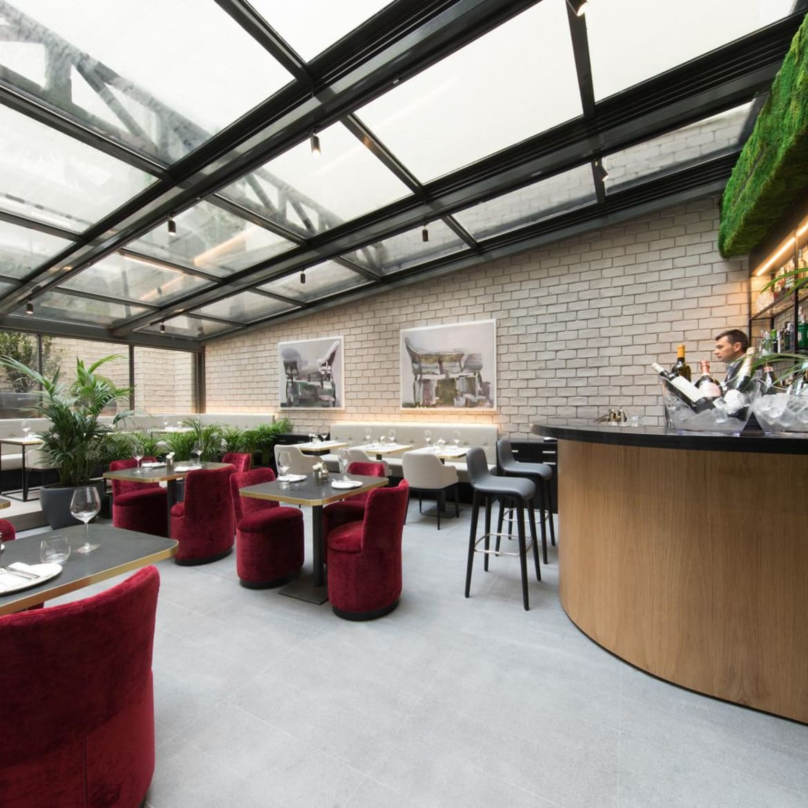 Lounge Bar - The Pavilions Madrid