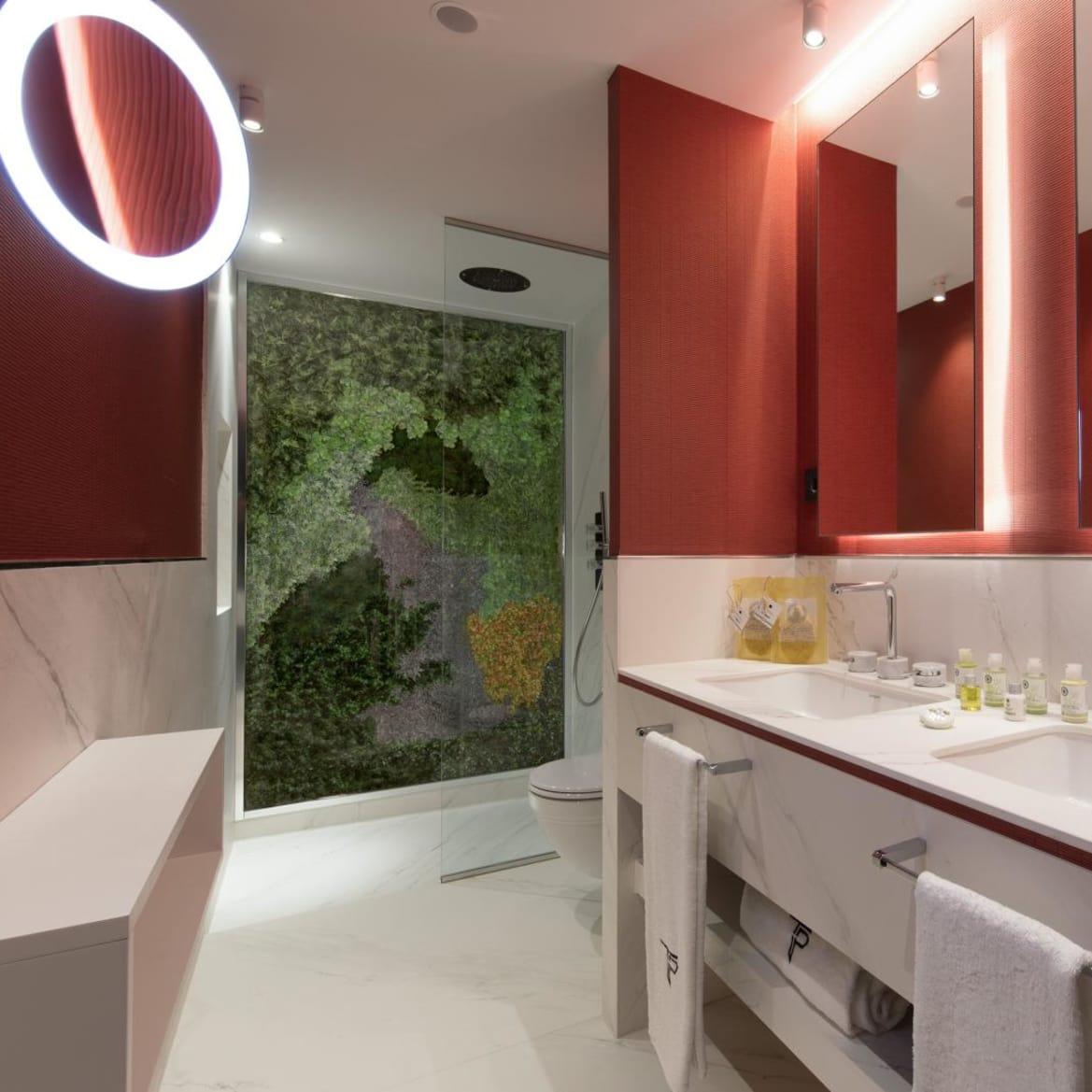 Studio Suite - Spacious Bathroom - The Pavilions Madrid