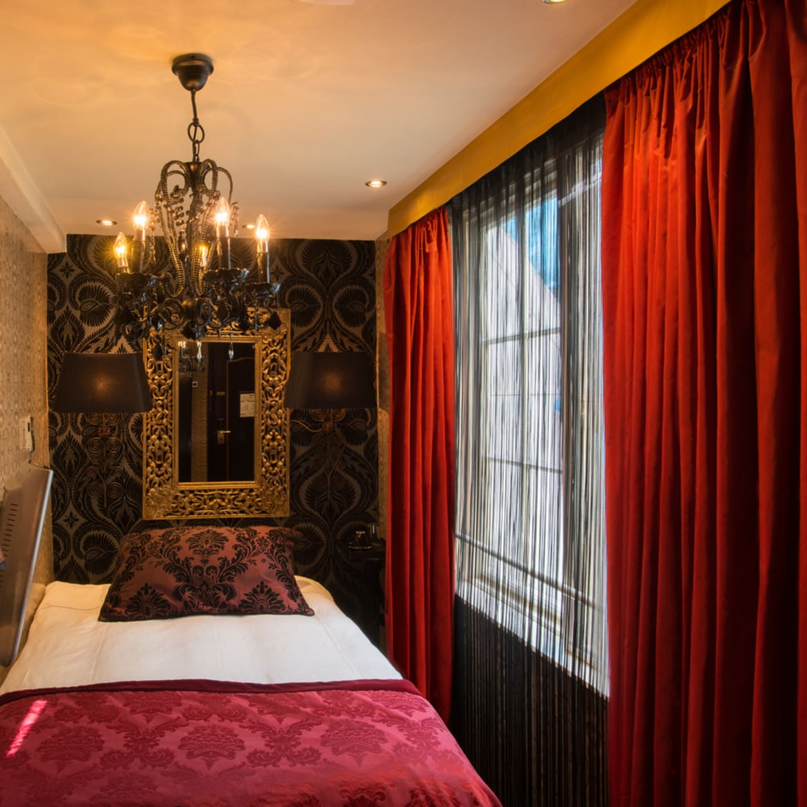 Single Room with Shower - The Toren Amsterdam - By the Pavilions