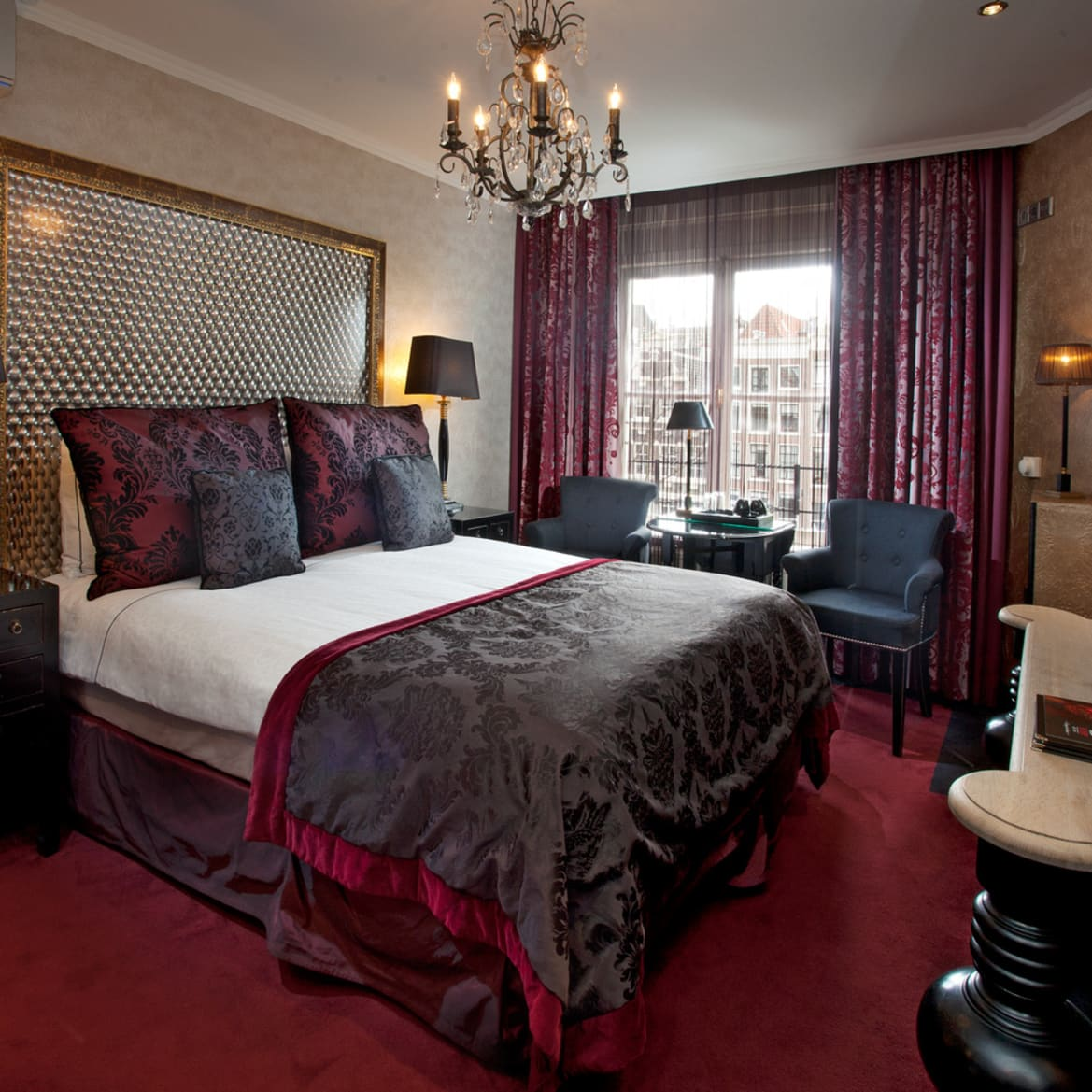 Cosy double room with canal view - The Toren Amsterdam - By the Pavilions