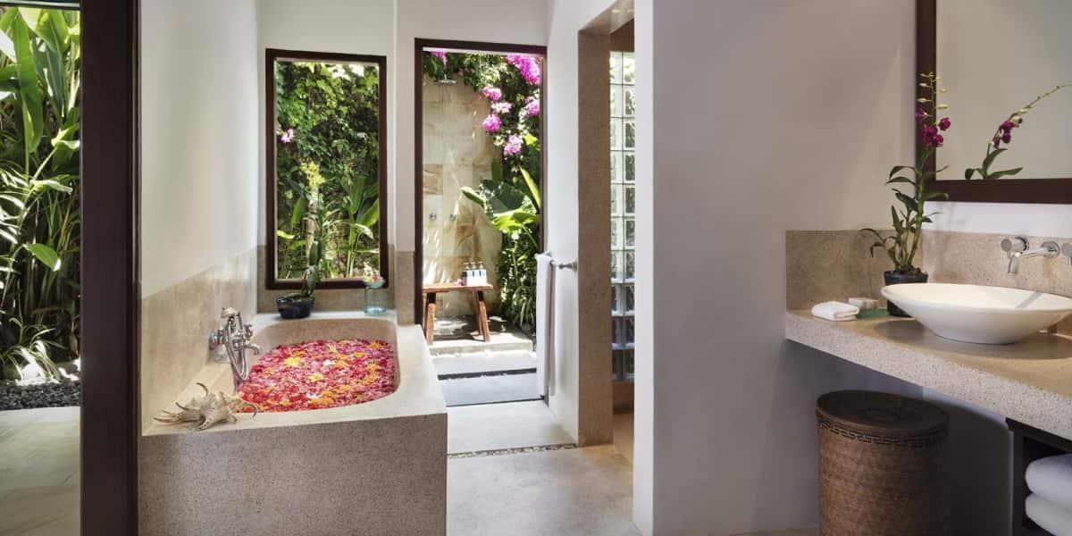 Full en-suite bathroom - The Pavilions Bali