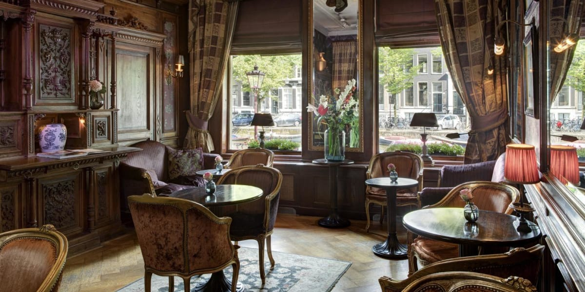 Bar lounge with canal view - The Toren Amsterdam - By the Pavilions