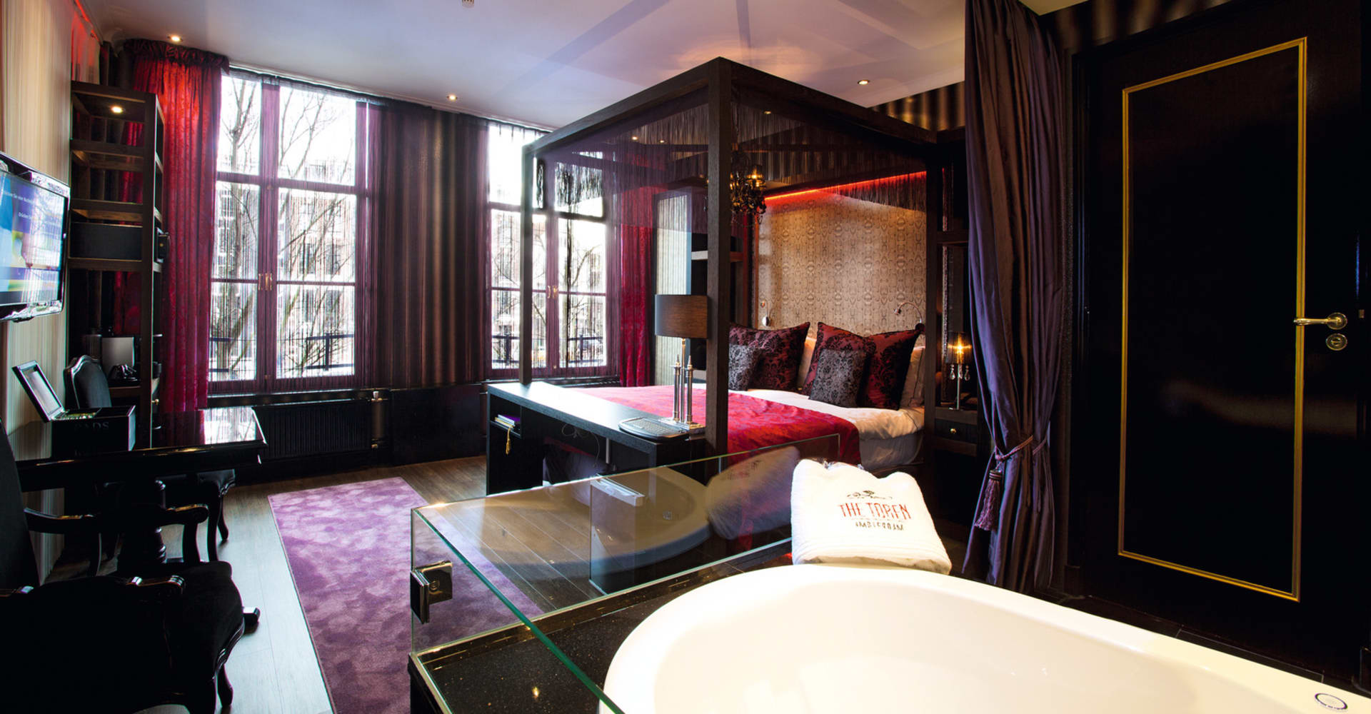 Special deluxe room with canal view - The Toren Amsterdam - By the Pavilions