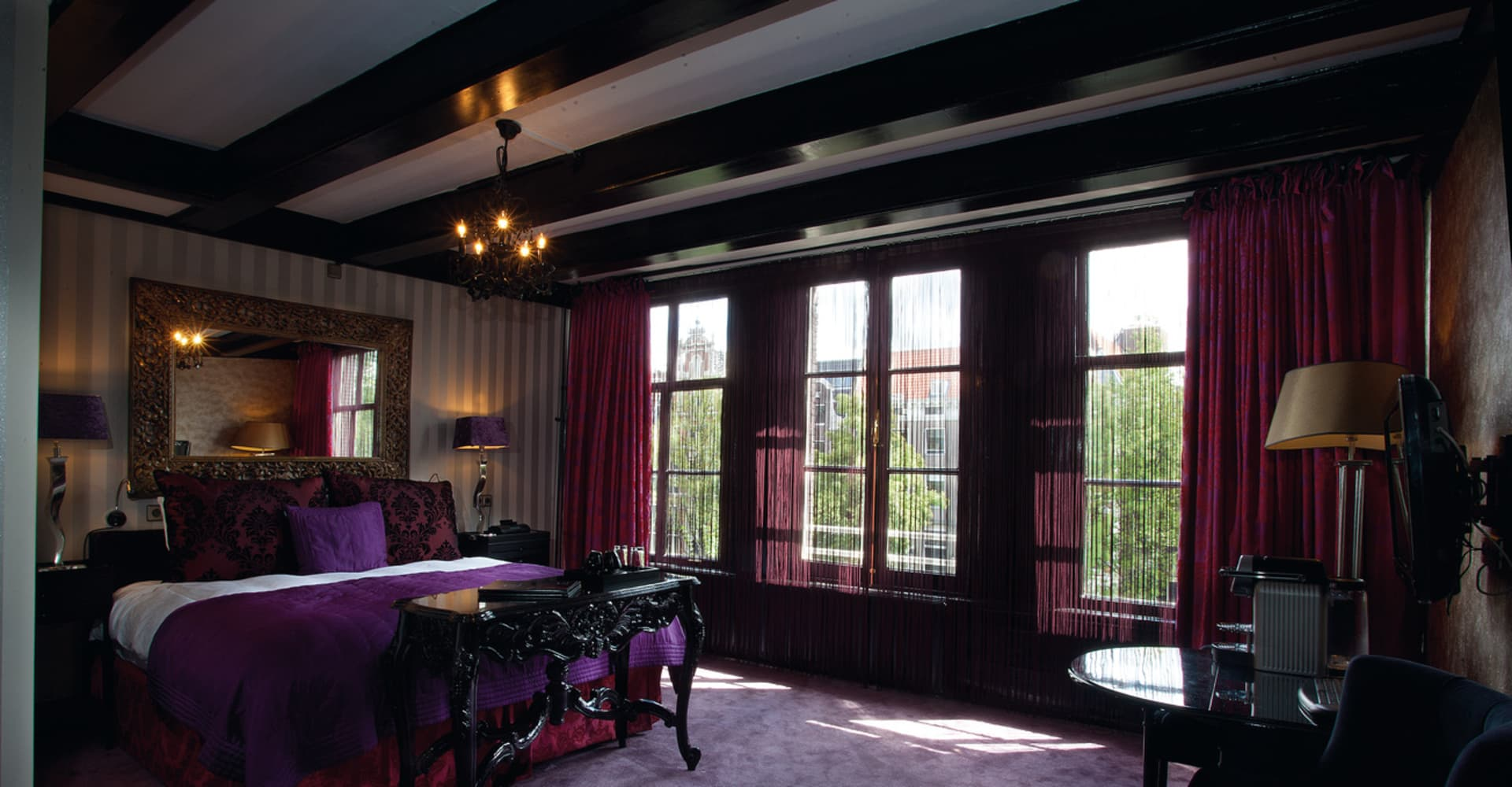 Deluxe room with canal view
