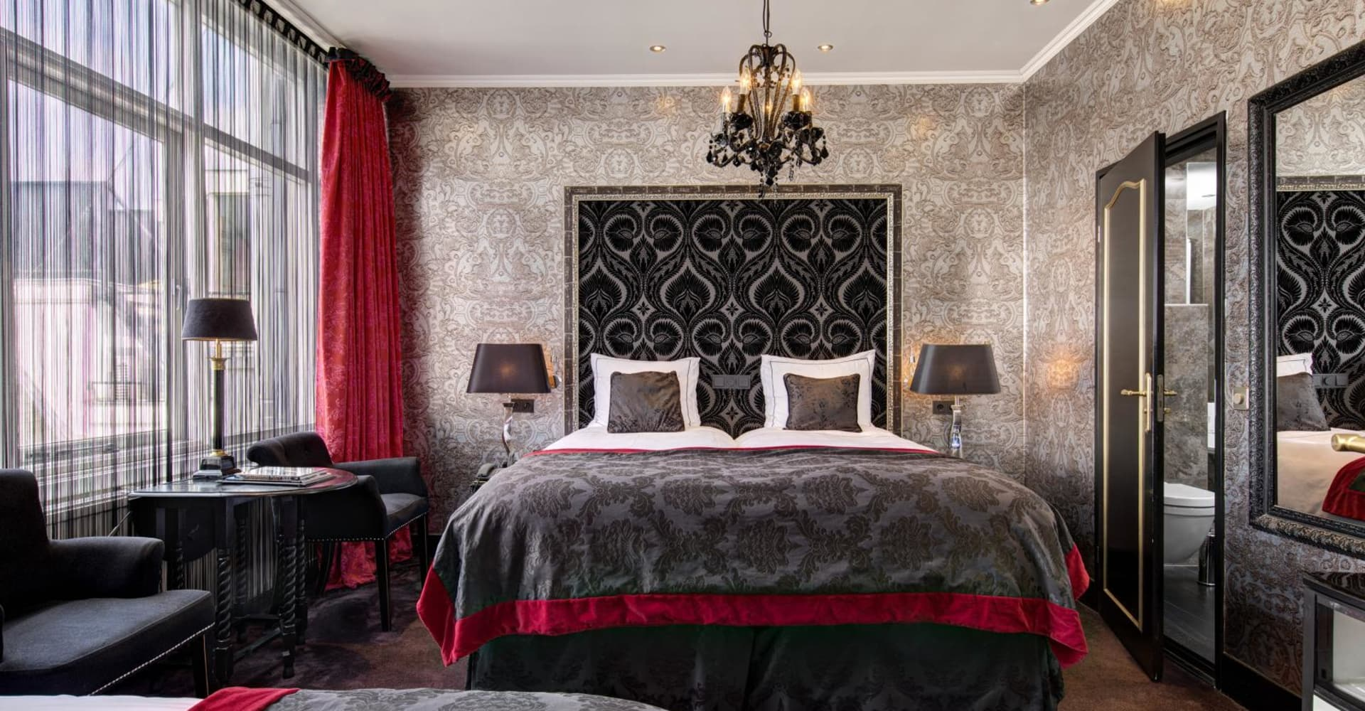 Cosy double room with bath & extra bed - The Toren Amsterdam - By the Pavilions