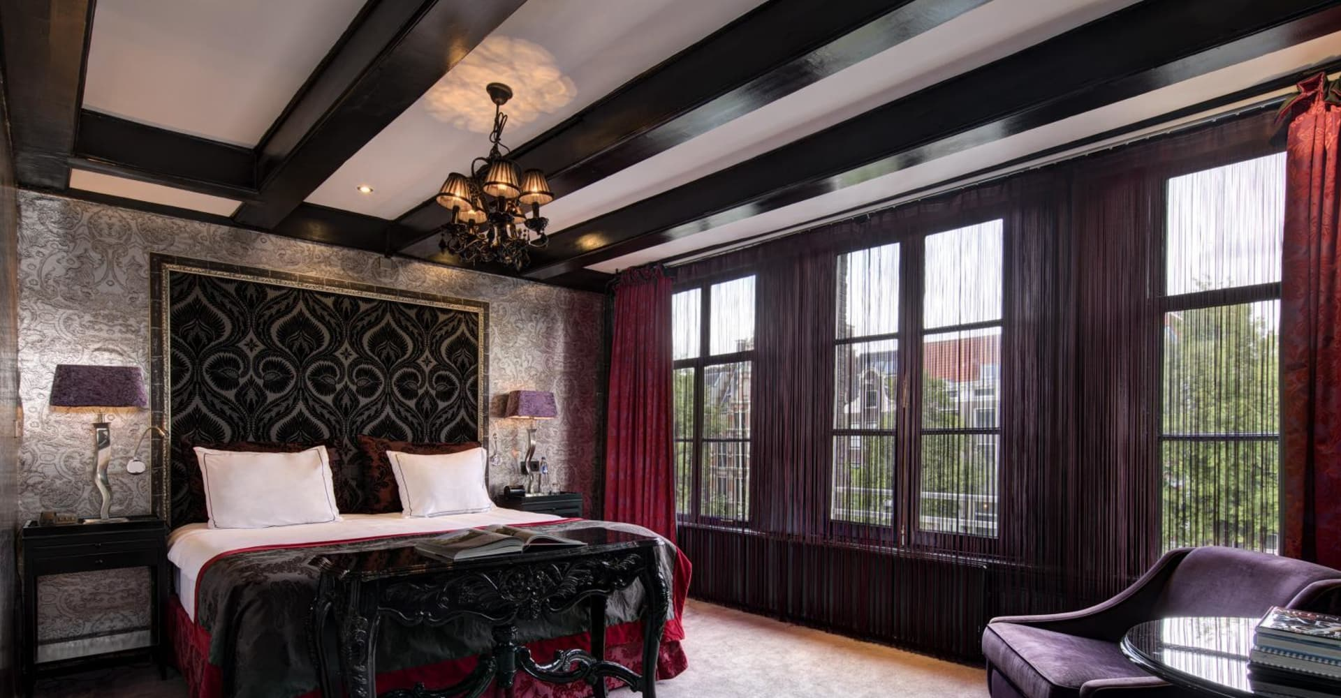 Deluxe room with canal view - The Toren Amsterdam - By the Pavilions