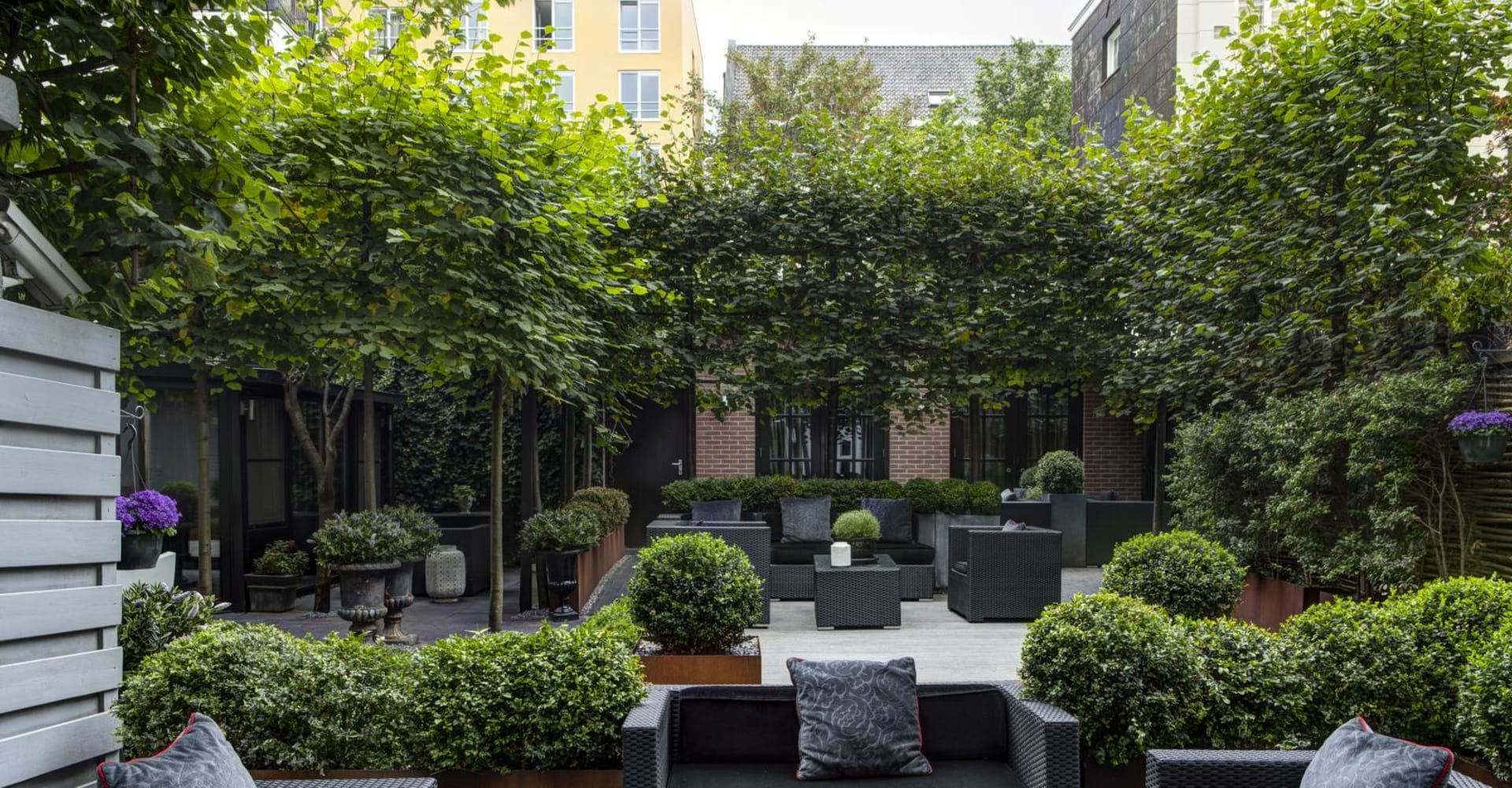 Environment - The Toren Amsterdam - By the Pavilions