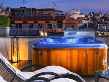 Jacuzzi Suite View - The First Roma Arte