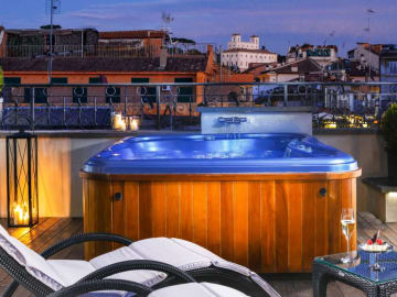 Jacuzzi Suite View - THE FIRST ROMA